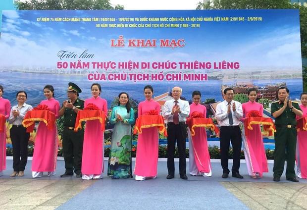 Khai mac trien lam anh 50 nam thuc hien Di chuc Chu tich Ho Chi Minh hinh anh 1