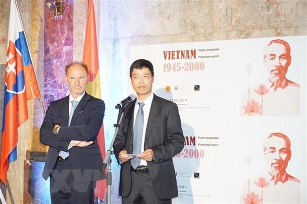 Trien lam 'Tranh Co dong Viet Nam, 1945-2000' tai Slovakia hinh anh 2