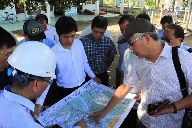 Ông Nguyễn Đức Kiên, Phó Chủ nhiệm Ủy ban Kinh tế của Quốc hội (ngoài cùng bên phải) cùng đoàn công tác giám sát tại Vĩnh Long. Ảnh: Phạm Minh Tuấn/TTXVN