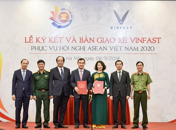 Ban giao xe oto phuc vu cac hoi nghi trong Nam ASEAN 2020 hinh anh 1