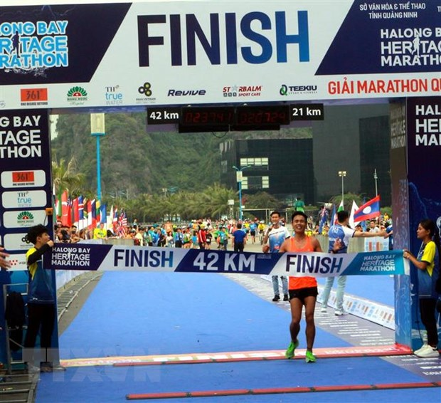 Hon 3.000 van dong vien du Giai marathon quoc te Di san Vinh Ha Long hinh anh 1