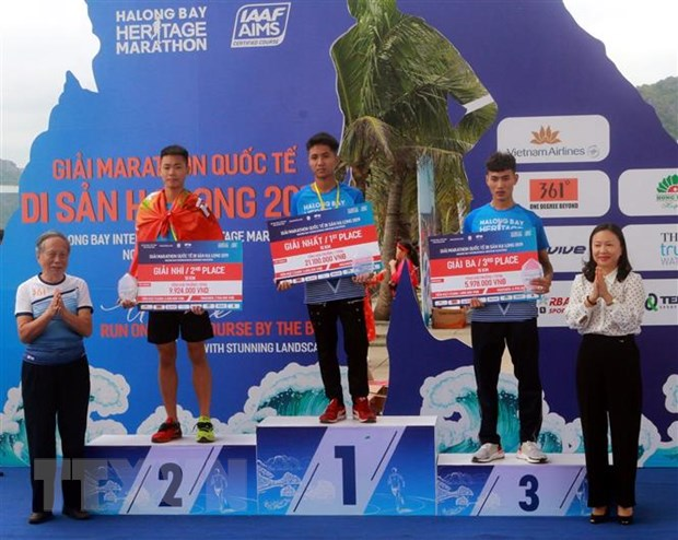 Hon 3.000 van dong vien du Giai marathon quoc te Di san Vinh Ha Long hinh anh 2