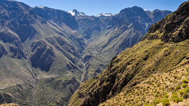 Peru: Xe buyt roi xuong hem nui lam 30 nguoi thuong vong hinh anh 1