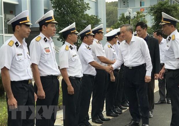 Chanh an Nguyen Hoa Binh tham va tang qua Lu doan Ten lua bo 682 hinh anh 1