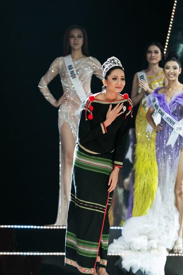 Hoa hau H'Hen Nie: Niem kieu hanh giua dai ngan Tay Nguyen hinh anh 2