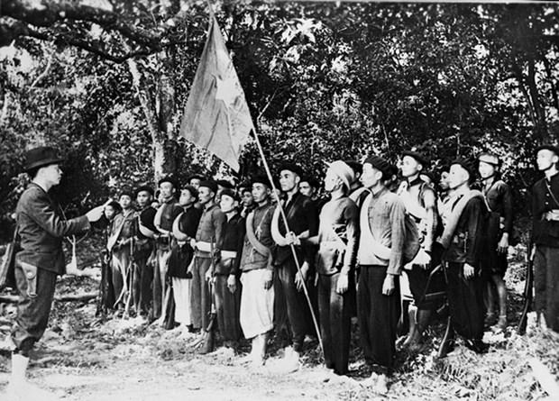 Quan doi Viet Nam: Tu nhan dan ma ra, vi nhan dan ma chien dau hinh anh 1