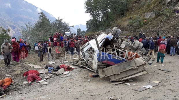 Tai nan xe buyt tham khoc o Nepal, it nhat 14 nguoi thiet mang hinh anh 1