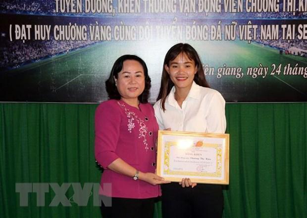 Kien Giang khen thuong nu cau thu bong da Chuong Thi Kieu hinh anh 1