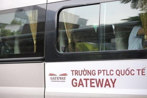 Truy to 3 bi can trong vu hoc sinh truong Gateway tu vong tren xe hinh anh 1