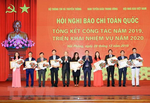 Ong Vo Van Thuong: Viec xu ly tinh trang 'bao hoa' tap chi chua nghiem hinh anh 2
