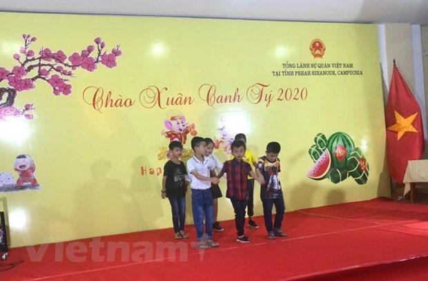 Tong lanh su quan Viet Nam tai Preah Sihanouk to chuc tiec mung Xuan hinh anh 3