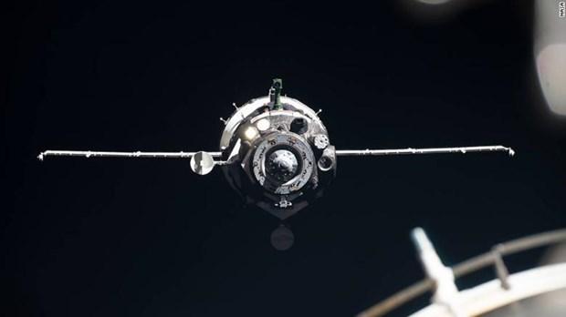 Tau Soyuz MS-13 dua 3 nha du hanh vu tru tro ve Trai Dat an toan hinh anh 1