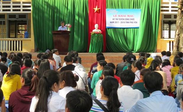 Khoi to Pho Giam doc So Noi vu tinh Phu Yen lam lo de thi cong chuc hinh anh 1