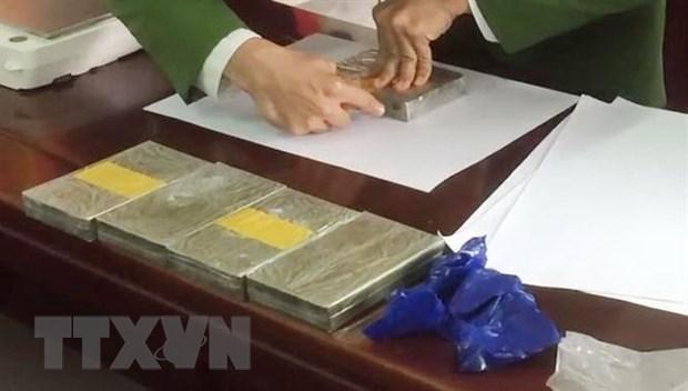 Nghe An: Bat doi tuong van chuyen trai phep 4 banh heroin hinh anh 1