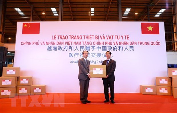 Viet Nam tang trang thiet bi y te tri gia 500.000 USD cho Trung Quoc hinh anh 2