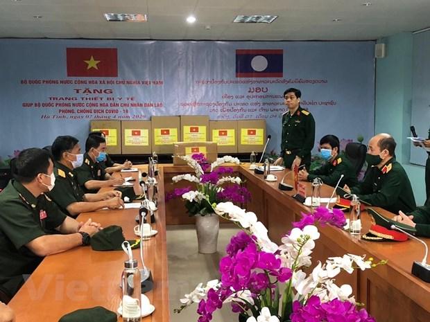 Bo Quoc phong Viet Nam cu chuyen gia y te giup Lao chong COVID-19 hinh anh 1