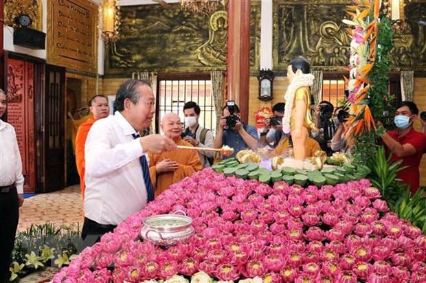 Pho Thu tuong Thuong truc Truong Hoa Binh chuc mung Dai le Phat dan hinh anh 2