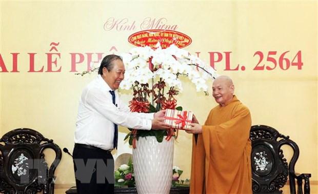 Pho Thu tuong Thuong truc Truong Hoa Binh chuc mung Dai le Phat dan hinh anh 1