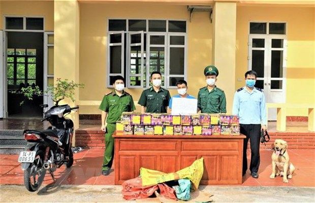 Quang Ninh: Bat giu doi tuong van chuyen phao no trai phep hinh anh 1