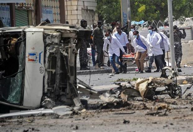 Somalia: Danh bom tren xe buyt, nhieu thi the bi chay xem hinh anh 1