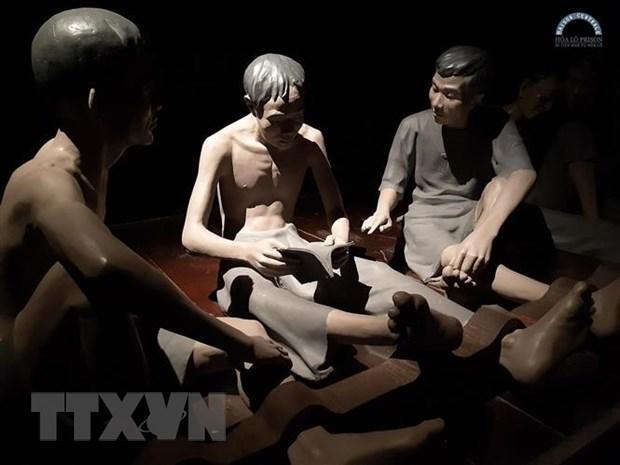 Khai thac chuong trinh trai nghiem dem Di tich Nha tu Hoa Lo tu 24/7 hinh anh 1