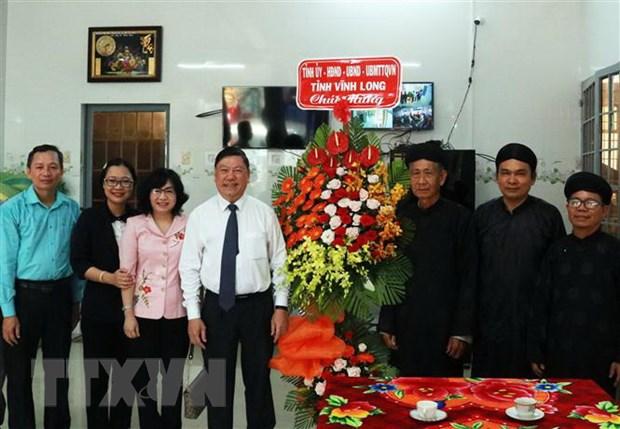 Lanh dao tinh Vinh Long chuc mung Ban Dai dien Phat giao Hoa Hao hinh anh 1