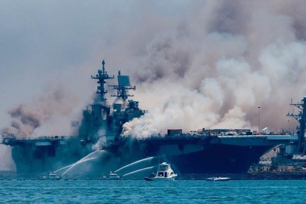 Hoa hoan tren tau chien USS Bonhomme Richard: Gan 60 nguoi bi thuong hinh anh 1