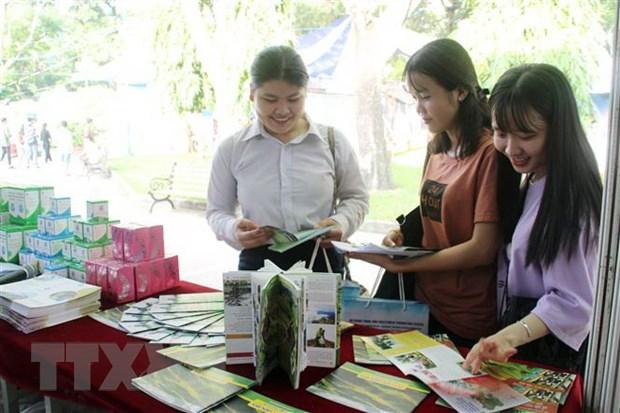 Ngay hoi du lich Thanh pho Ho Chi Minh thu hut gan 200.000 luot khach hinh anh 1