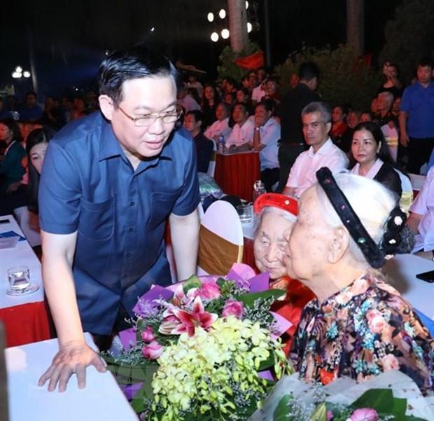 Bi thu Thanh uy Ha Noi thap nen tri an cac anh hung liet sy hinh anh 2