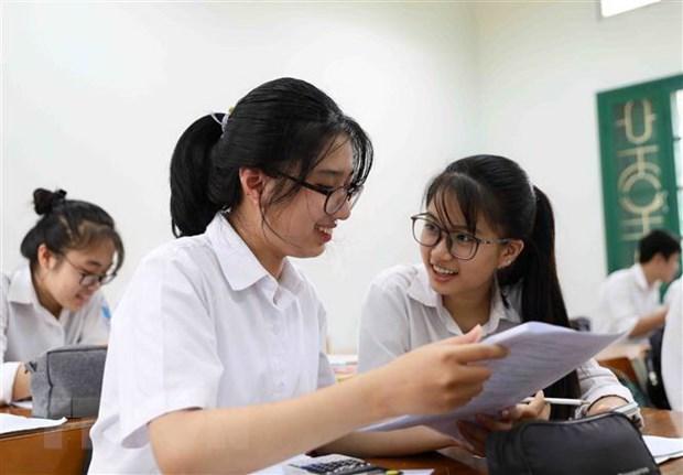 Binh Thuan: Ho tro thi sinh huyen dao Phu Quy vao dat lien du thi hinh anh 1