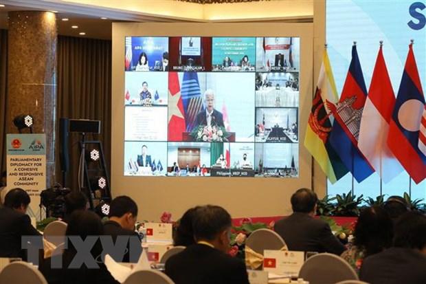 Chủ nhiệm Ủy ban Văn hóa, Giáo dục, Thanh thiếu niên và Nhi đồng của Quốc hội Việt Nam Phan Thanh Bình báo cáo tại phiên họp. (Ảnh: Văn Điệp/TTXVN)