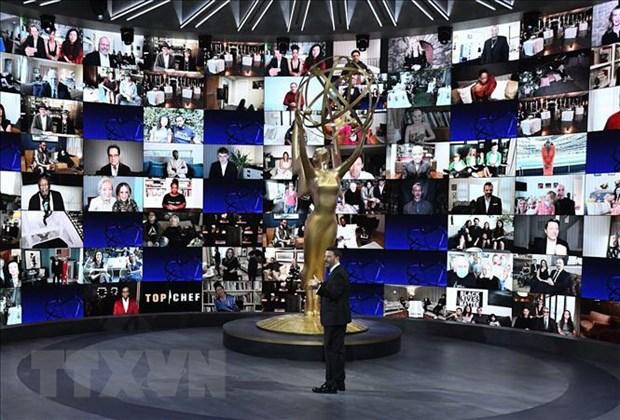 Phim hai 'Schitt's Creek' dai thang tai le trao giai Emmy 2020 hinh anh 1