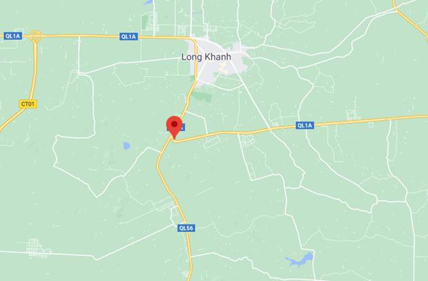 Dong Nai: Xe khach dam chet nguoi, hang chuc hanh khach hoang loan hinh anh 1