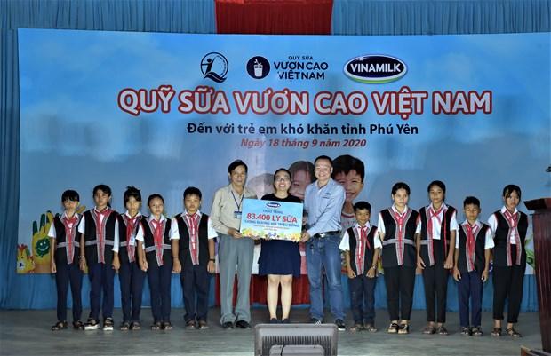 Trao 83.400 ly sua cho tre em co hoan canh kho khan o Phu Yen hinh anh 1