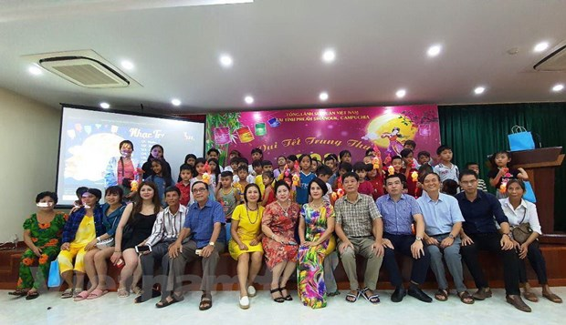 Campuchia: Tre em goc Viet tai Preah Sihanouk vui don Tet Trung Thu hinh anh 1