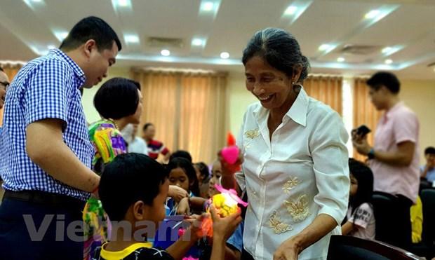 Campuchia: Tre em goc Viet tai Preah Sihanouk vui don Tet Trung Thu hinh anh 3