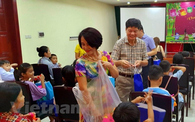 Campuchia: Tre em goc Viet tai Preah Sihanouk vui don Tet Trung Thu hinh anh 2