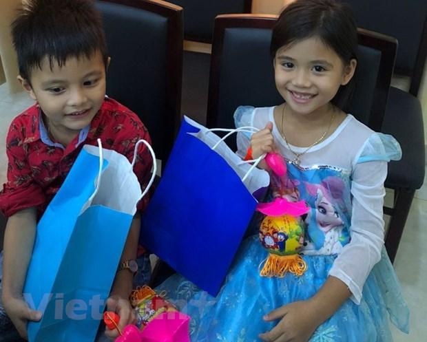 Campuchia: Tre em goc Viet tai Preah Sihanouk vui don Tet Trung Thu hinh anh 4