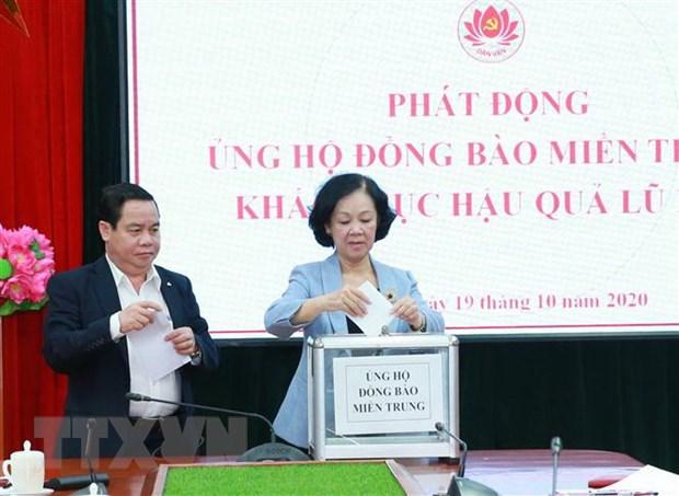 Chung tay ung ho dong bao mien Trung khac phuc hau qua mua lu hinh anh 1