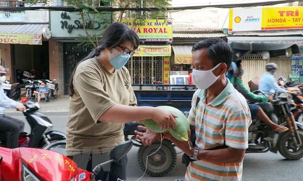 Giam ngheo o Thanh pho Ho Chi Minh: Diem sang giua dai dich COVID-19 hinh anh 2