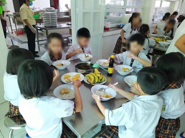 Vu bua an ban tru kem chat luong: Thay doi don vi cung cap thuc pham hinh anh 1