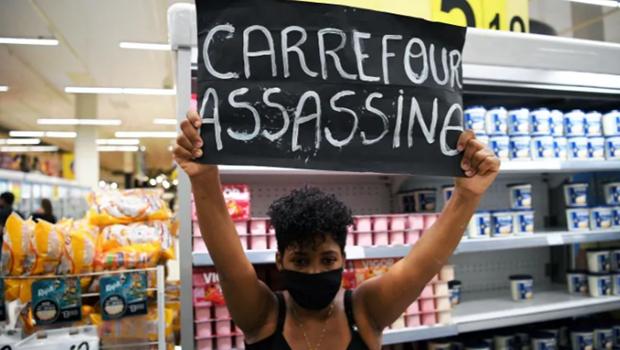 Brazil: Hon 1.000 nguoi tan cong dap pha sieu thi Carrefour hinh anh 1