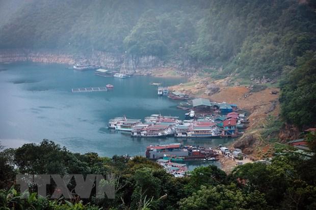 Kham pha ho Hoa Binh: Trai nghiem thu vi danh cho du khach hinh anh 2