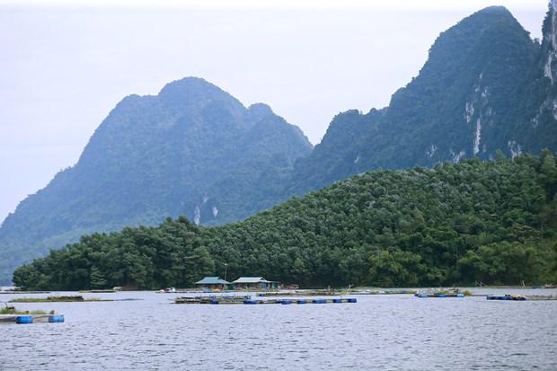 Kham pha ho Hoa Binh: Trai nghiem thu vi danh cho du khach hinh anh 1