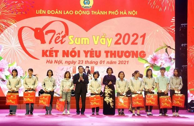 Gan 1.000 cong nhan lao dong o Thu do Ha Noi vui 'Tet sum vay' hinh anh 1