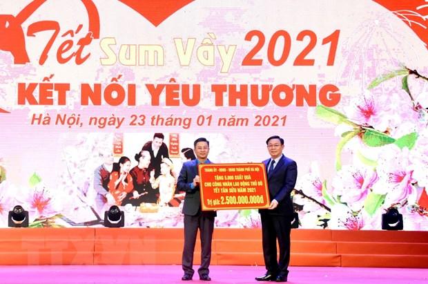 Gan 1.000 cong nhan lao dong o Thu do Ha Noi vui 'Tet sum vay' hinh anh 2