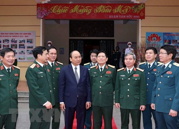 Thu tuong Nguyen Xuan Phuc tham Su doan Phong khong Ha Noi hinh anh 2