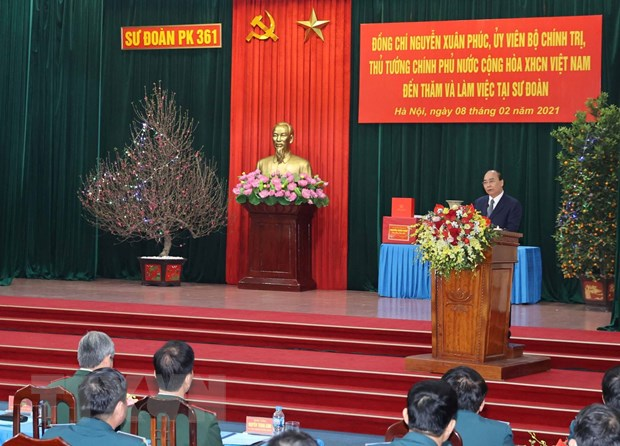 Thu tuong Nguyen Xuan Phuc tham Su doan Phong khong Ha Noi hinh anh 1