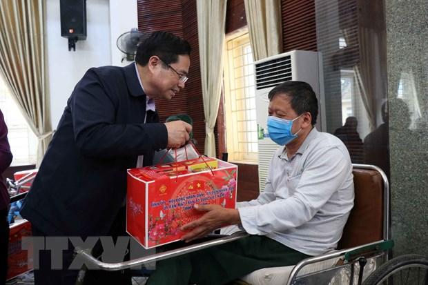 Ong Pham Minh Chinh tham Trung tam Dieu duong thuong binh Thuan Thanh hinh anh 1