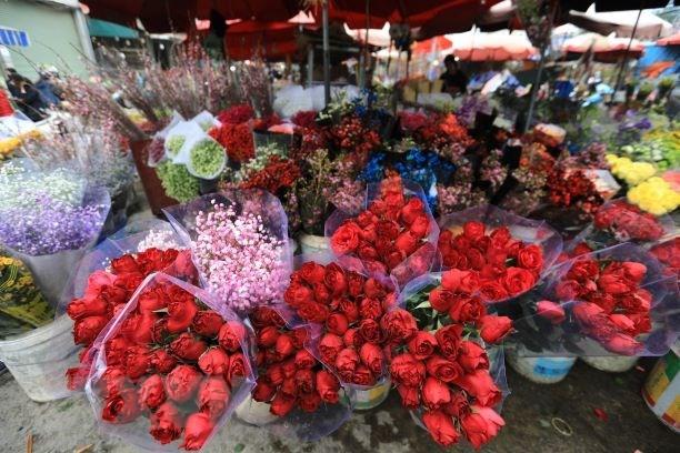 Thanh pho Ho Chi Minh: Hoa tuoi cat canh hut khach trong ngay 8/3 hinh anh 1